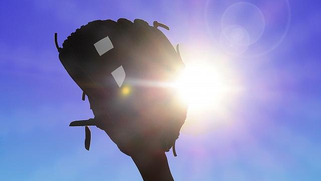 太陽と野球グラブ