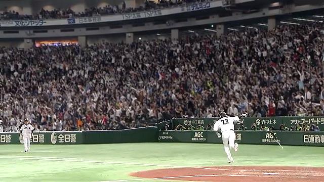 2018日米野球柳田ベンチ指差し