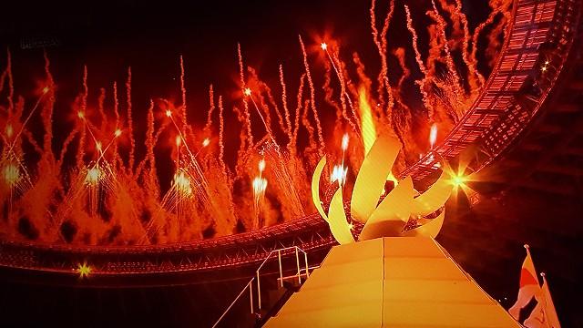 東京オリンピック開会式聖火台と花火