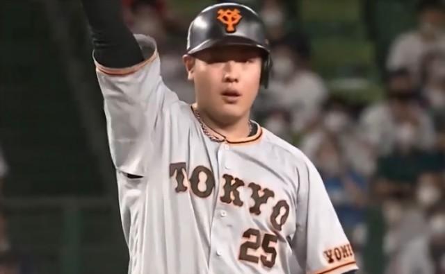 オールスターで盗塁を決める岡本さん
