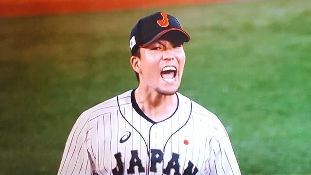 東京オリンピック 決勝戦 ピンチをしのいで叫ぶ千賀